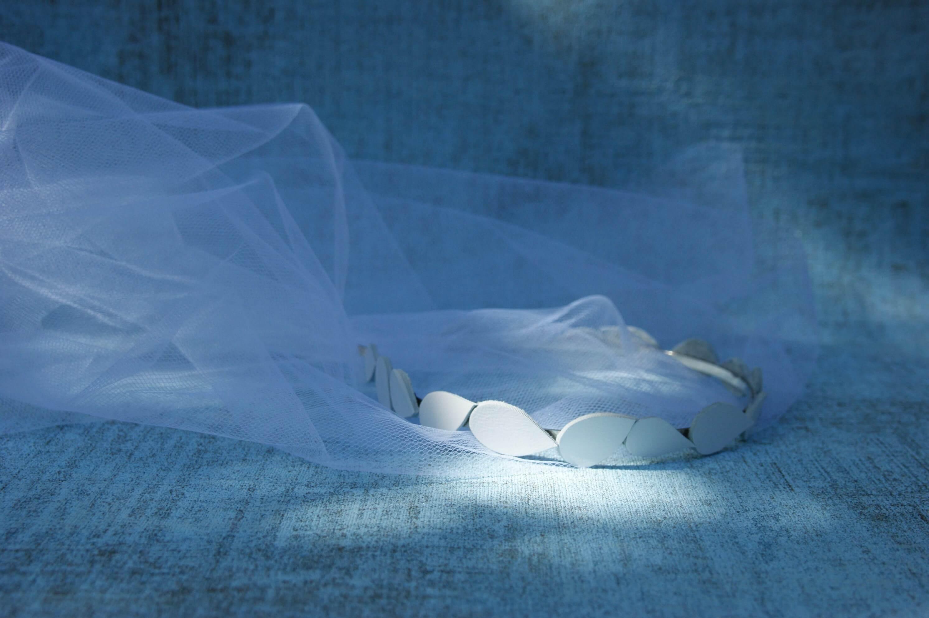 Fehérbőr koszorú esküvői fejdísz