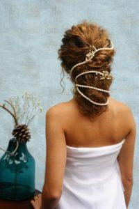 Gyöngyös-zsinóros menyasszonyi hajdísz