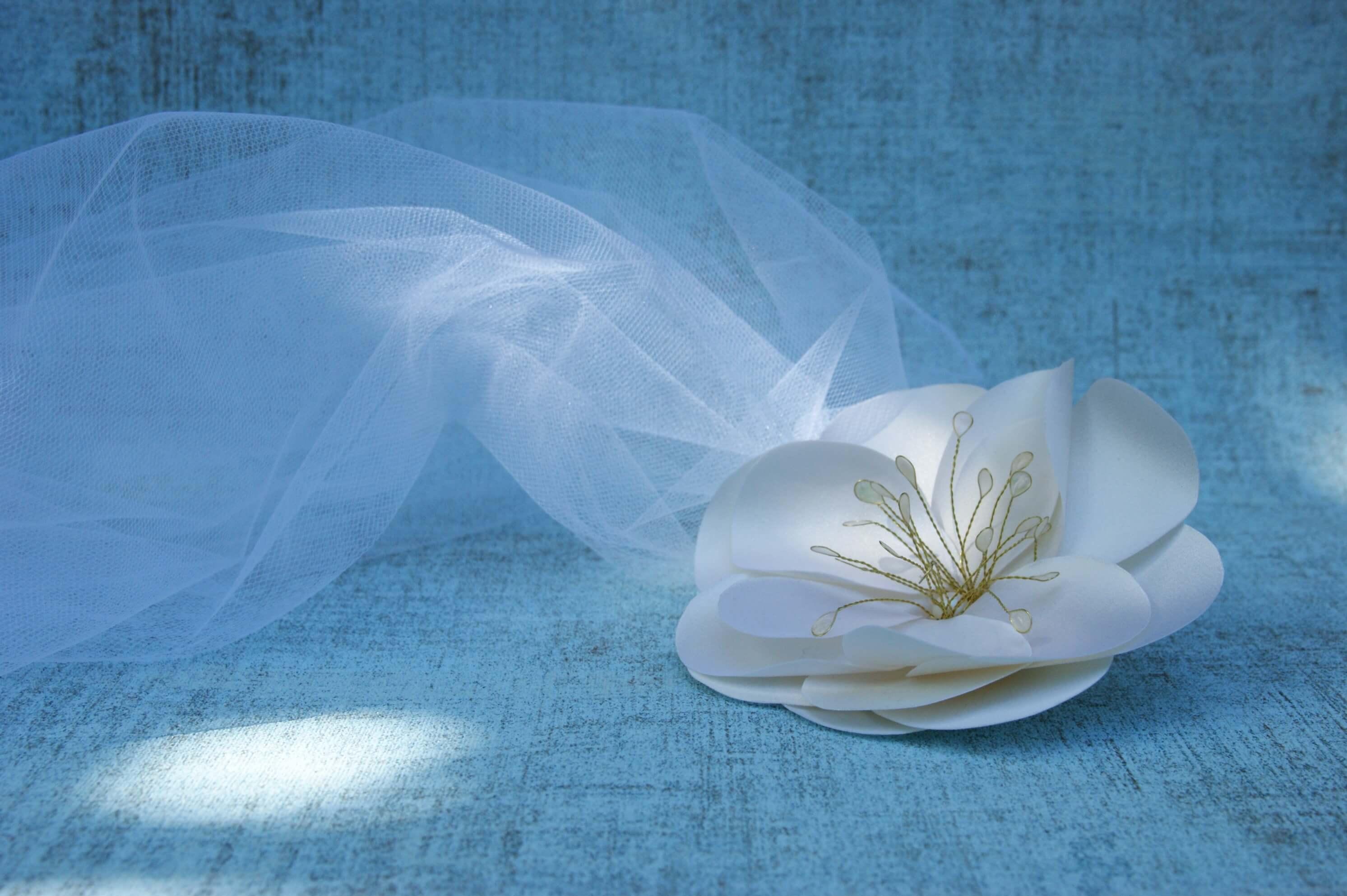 Nagy selyemvirág esküvői fejdísz